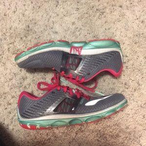 Brooks tennis shoes size 8